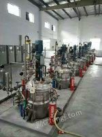 5吨发酵罐10台、双锥干燥机3台、刮刀离心机7台出售