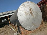 出售炼油厂油罐5个大2个小的1个方铁材质的20多吨,