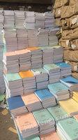 回收大量废纸报纸书本