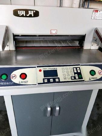 处理库存二手明月460x程控切纸刀一台,九成新。
