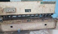 低价出售13*2.5液压摆式剪板机