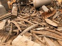 回收大量废钢,汽车拆解废钢