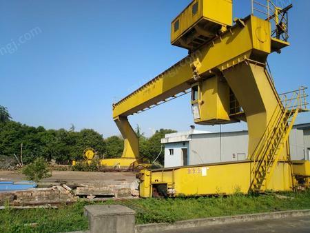 废铁价处理10吨龙门吊行车一台.跨度18米