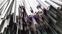 出售10mm圆钢,长3.2米,3吨。处理20x20mm U 型钢,长3.2米
