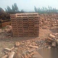 砖厂关闭处理几万块儿大个的耐火砖和多孔砖