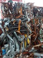 出售纯方管车架角铁车楼打成的棉花包,1220一吨。