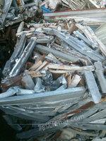 出售200吨纯方管车架角铁车楼打成的棉花包,1220一吨。