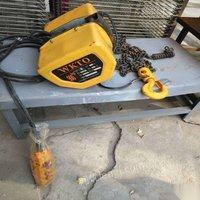 处置积压吊葫芦、粉碎机、叉车、空压机、储气罐、车床、钻床。锯床、切片机、搅拌机、切割机。