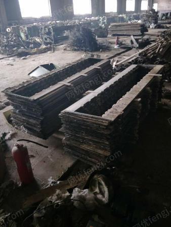 生铁200吨,304不锈钢60吨锅炉料50吨出售