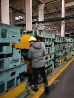 出售灰口生铁25材质,有1500吨左右,有需要的联系