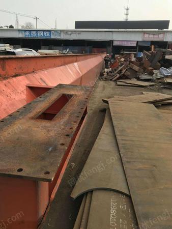 出售二手10吨全包厢龙门吊跨度33.5米,高度9米