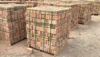 出售废旧耐火砖,半成品耐火标砖,废旧耐火砖五百吨,标砖一千五百吨