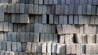 长期回收各种耐火材料,耐火砖,镁铬砖.刚玉砖