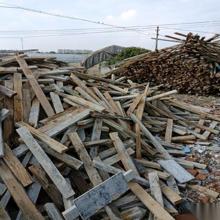 高价回收各种木材,废铁钢筋