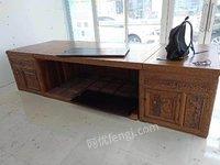 急售全新花梨老板台。办公家具,大班台,14年在北京的,一直没用过,是个人的
