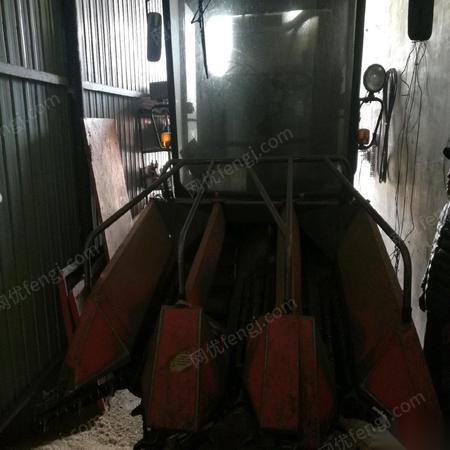 转卖二手农用玉米收割机成色很好 55000元
