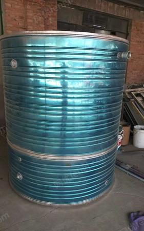 304不锈钢立式水罐 8000元出售