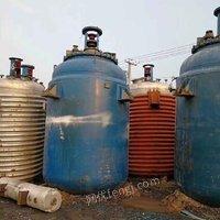 供应二手搪瓷反应釜不锈钢外盘管反应釜3吨5吨8吨10吨各种型号反应釜