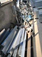 工地每周处置300斤角铁、槽钢、方管料等