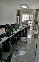 河南濮阳公司升级搬迁一批办公电脑及办公桌等低价转让电脑30余台