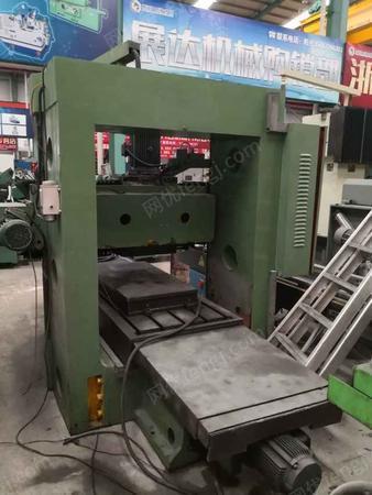 明辉龙门铣一台,龙门宽过一米,工作台800/1800mm