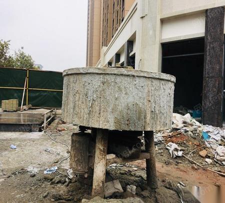 重庆合川区出售两台磨儿搅拌机.一台搭搭罐.两台空压机.一台发电机.斗车 0.92万元