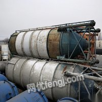 新疆塔城灯塔出售火车罐油罐水罐,压力罐,白钢罐,水泥罐,吨桶 10000元