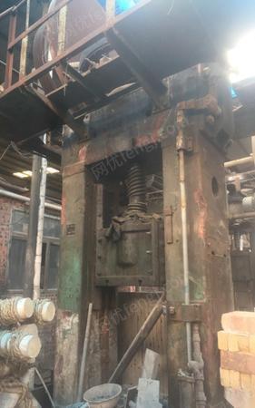 重庆永川区出售山东淄博摩擦压力机300吨/400吨各一台 1万元