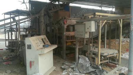水泥砖厂出售标26/次全自动水泥砖机1套,多孔/标3套,1.5吨叉车2台,木托板2000多块