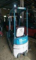 仓储小体积电动叉车,丰田1吨进货梯电瓶叉车便宜处理 2.38万元