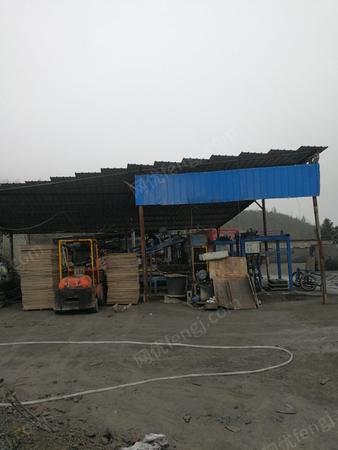 免烧砖厂出售免烧砖机2套,有图片