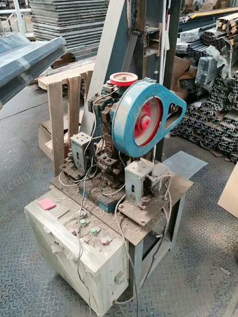 铝材有限公司出售百叶窗冲孔机1台.闲置报价.