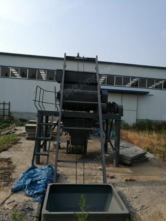 厂家出售多功能砌块成型机设备1套.闲置报价.有图片