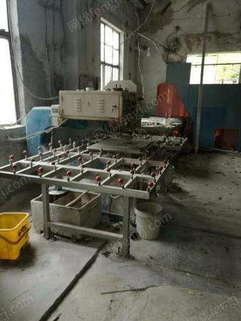 玻璃厂出售玻璃直线直边磨边机.钢化炉,打钻机各1台.闲置报价,