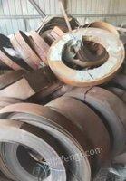 出售积压锯条钢,1.75-3个厚,10-30厘米宽,200吨左右