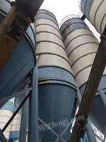 重庆大足区出售200吨水泥罐子,4.2米直径,带6米腿子,带脉冲除尘器,包装车