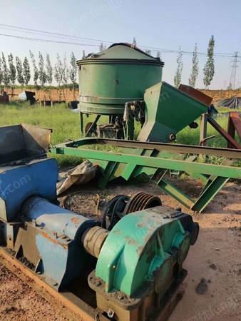 耐火材料厂处理2.2M炮泥轮碾机,炮泥成型机各1台