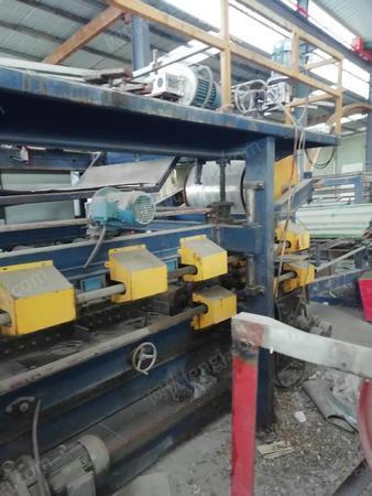 彩钢厂出售压瓦机,分条机,做钢板门设备一套,剪板机,折弯机,泡沫复合板生产线等设备