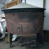 新疆伊犁出售抓饭锅两口,鼓风机炉两个,煮肉加厚不锈钢桶一个