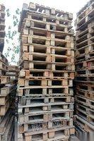 湖北武汉大量回收各种尺寸二手木托盘及塑料托盘