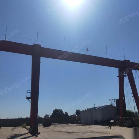 天津河西区出售10吨两台全包龙门吊岳阳吸盘1.8米轨道100米