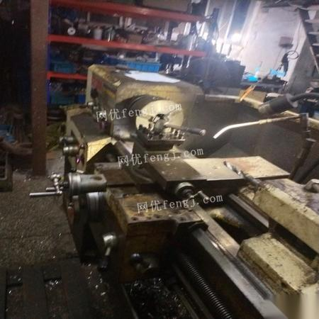 上海松江区出售使用当中6132普通车床一台磨床一台 13000元