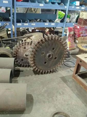 出售高产量硬PVC磨粉机