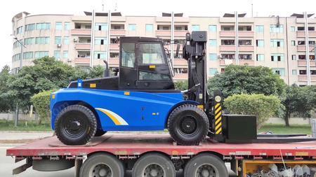 出售华南重型13.5吨叉车51