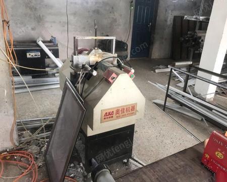 山东聊城转行出售塑钢门窗机器全套设备 焊机 下料锯,v口锯等各一台 打包价8000元