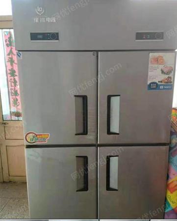 河南许昌因饭店不干了,出售四门冰箱、展示柜、烧烤炉、案子、桌椅板凳、烩面碗,四连灶,烟机等设备 看货议价,可单卖