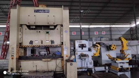 重庆沙坪坝区在位出售二手2014年浙江300t冲床一台带三合一料架整平送料机 660000元
