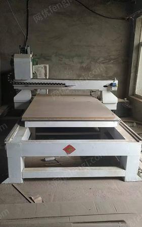 内蒙古赤峰因没有雕刻工人出售3工序雕刻机九成新 出售价25000元