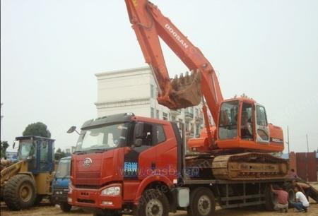 解放挖机运输车|前四后八挖机拖车
