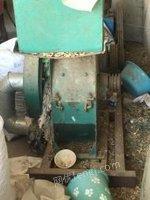 江苏泰州羊场使用设备:颗粒机(18.5kw电动机)切草机、粉碎机出售